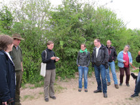"Guided nature tour with the focal topic of ""biodiversity in hedges"", Photo: Neumarkter Lammsbräu"
